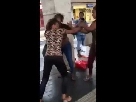 Two Nigerian Girls Fight In Europe Over BoyFriend (VIDEO)